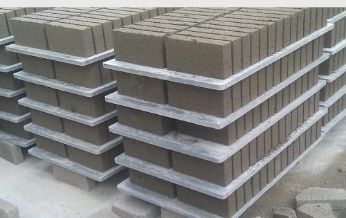 the pallets for producted the solid brick